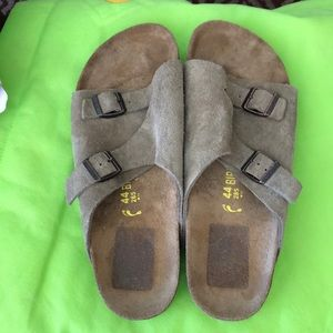 Birkenstock Mens size 44 like new!!